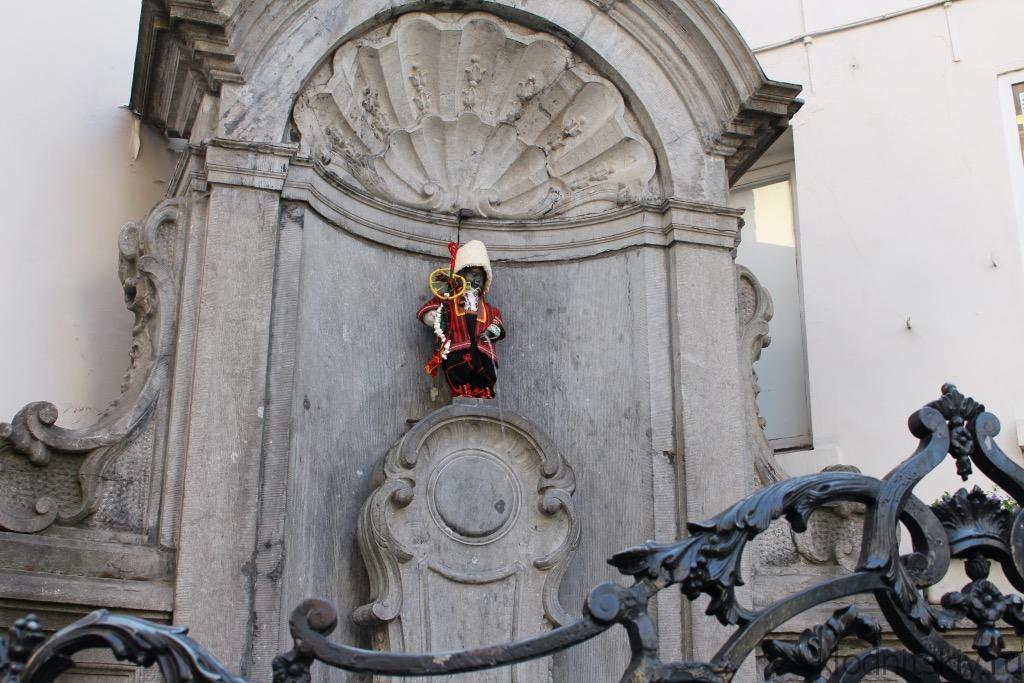 Писующий мальчик, Брюссель, Бельгия