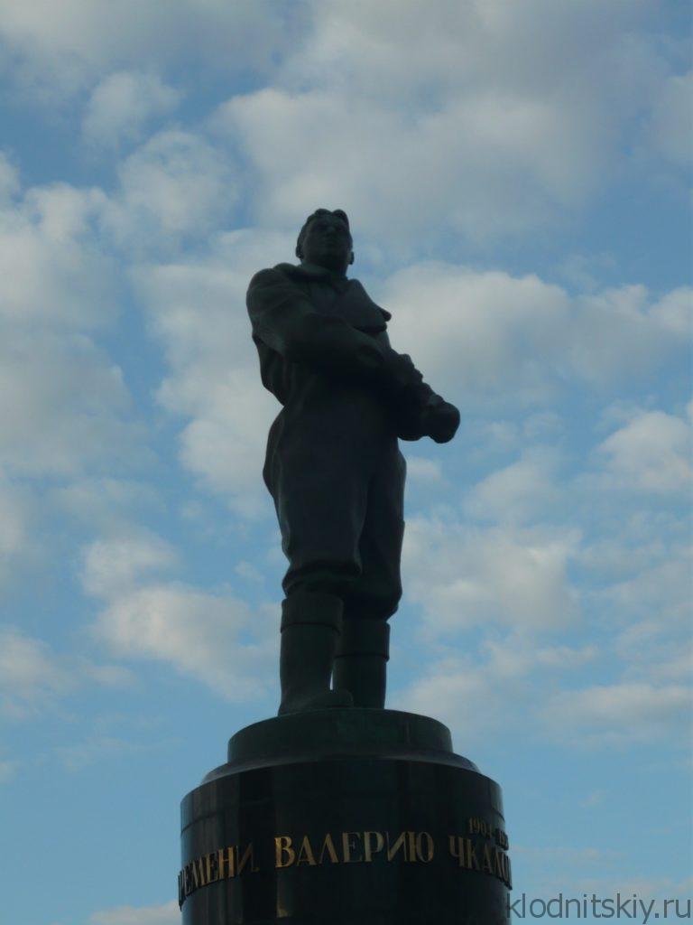 Памятник Чкалову
