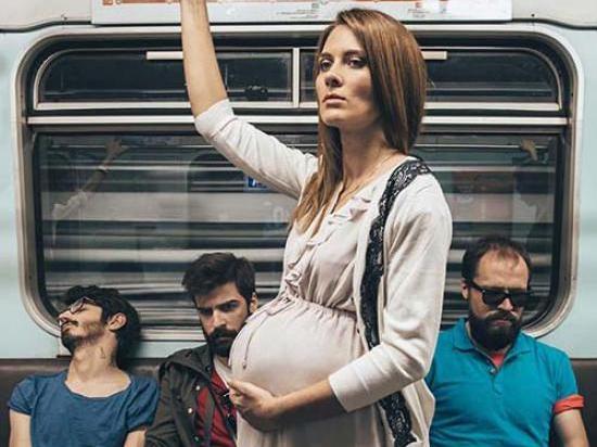 Иностранец не уступил место в метро. Меня это удивило и я решил узнать почему?