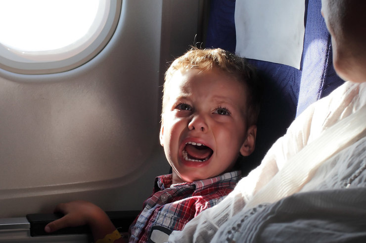 Орущие дети в самолете