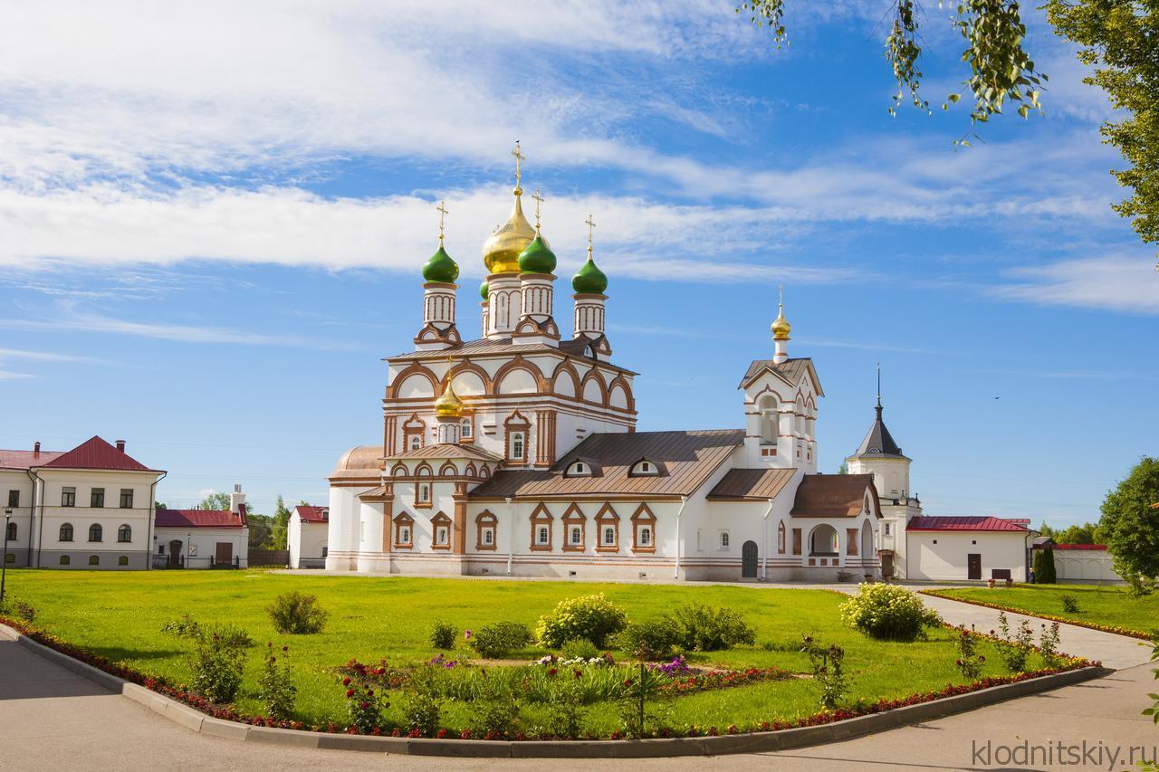 Гостиница при Троице-Сергиев Варницком Монастыре (Ростов)