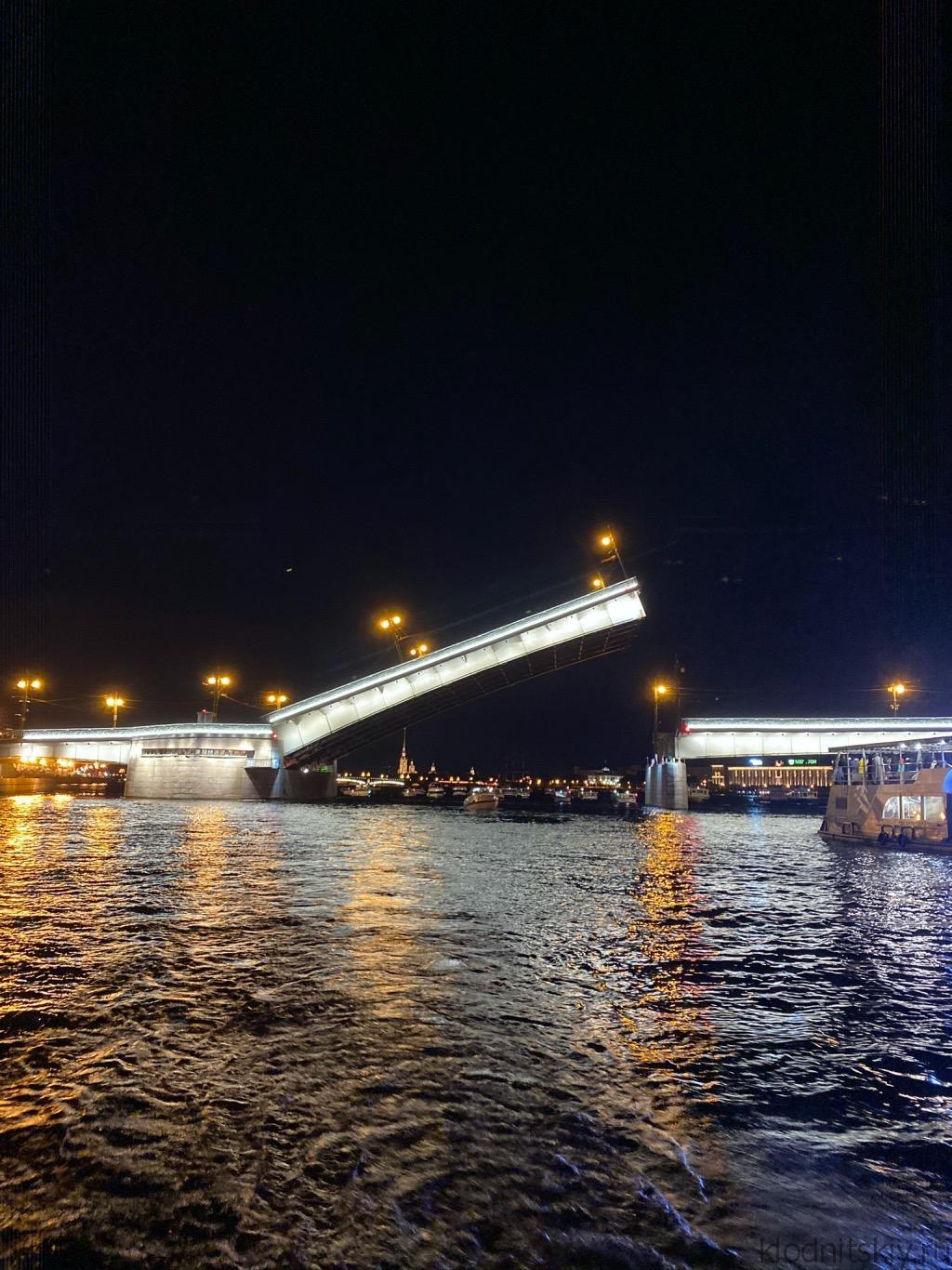 Ночная экскурсия под развод мостов в Санкт-Петербурге